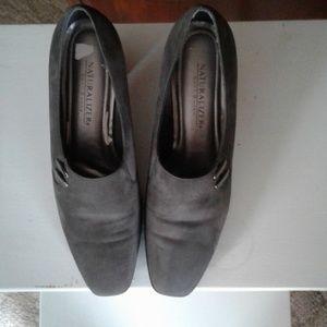 Naturalizer gray heels
